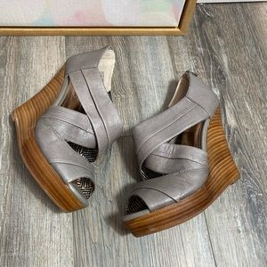 Seychelles risky business gray taupe wedge sandals